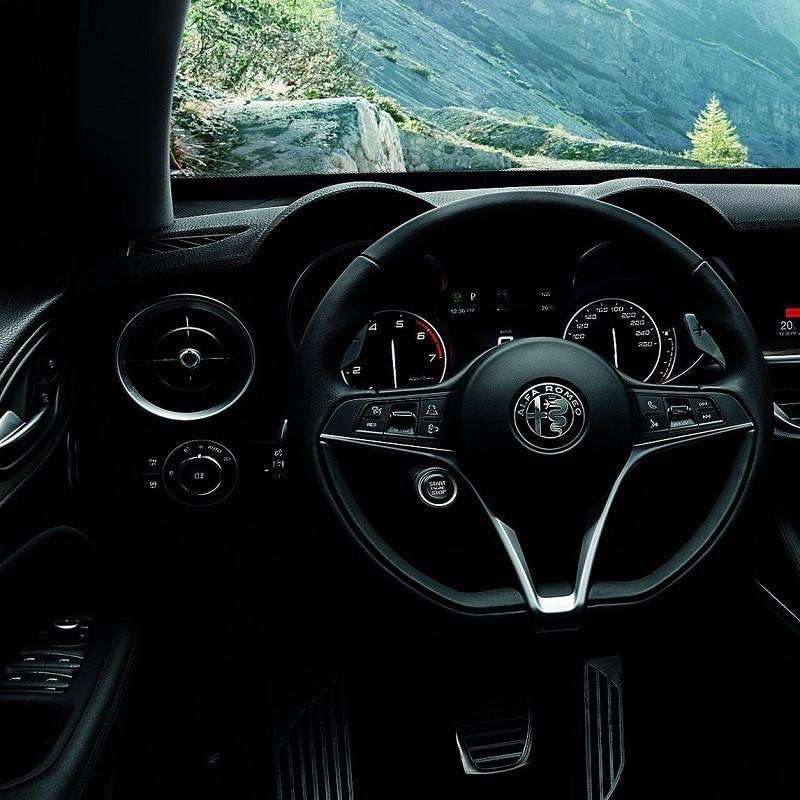 Repose pied Sport Alfa Romeo Stelvio (949)