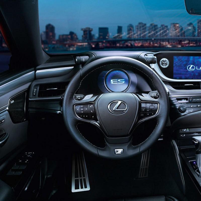Pédalier Sport Lexus ES 300h