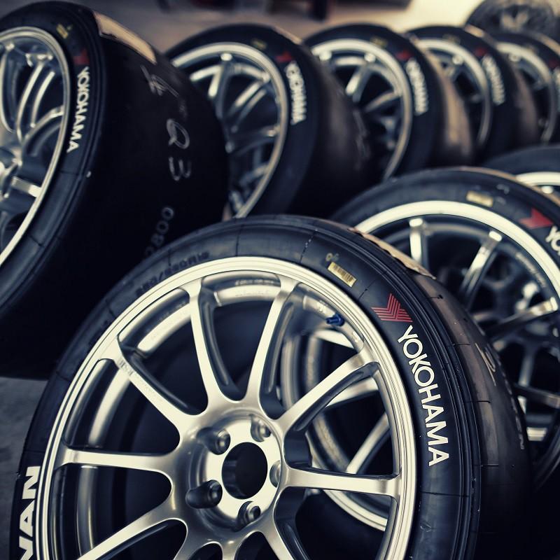 Marquages stylo feutre pneu blanc ou rouge